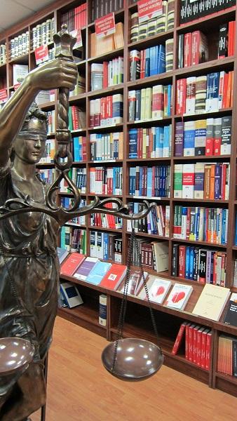 legal kitabevi raflar